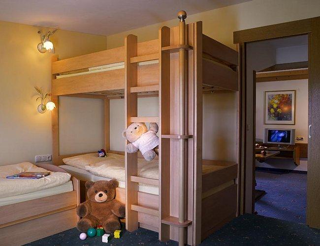 Mehrbettzimmer Enzian Kinderzimmer - Hotel Alpenrose Lechtal