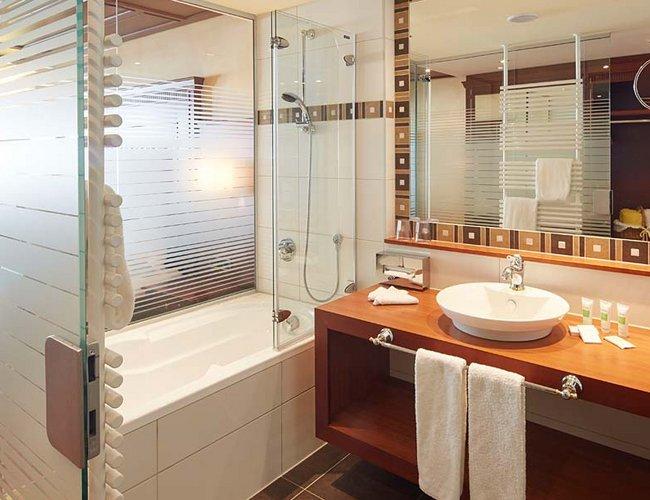 Doppelzimmer Alpenrose Deluxe Badezimmer - Hotel Lechtal