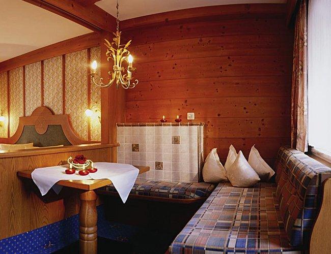 Komfortzimmer Edelweiss Sitzecke - Hotel Alpenrose Elbigenalp